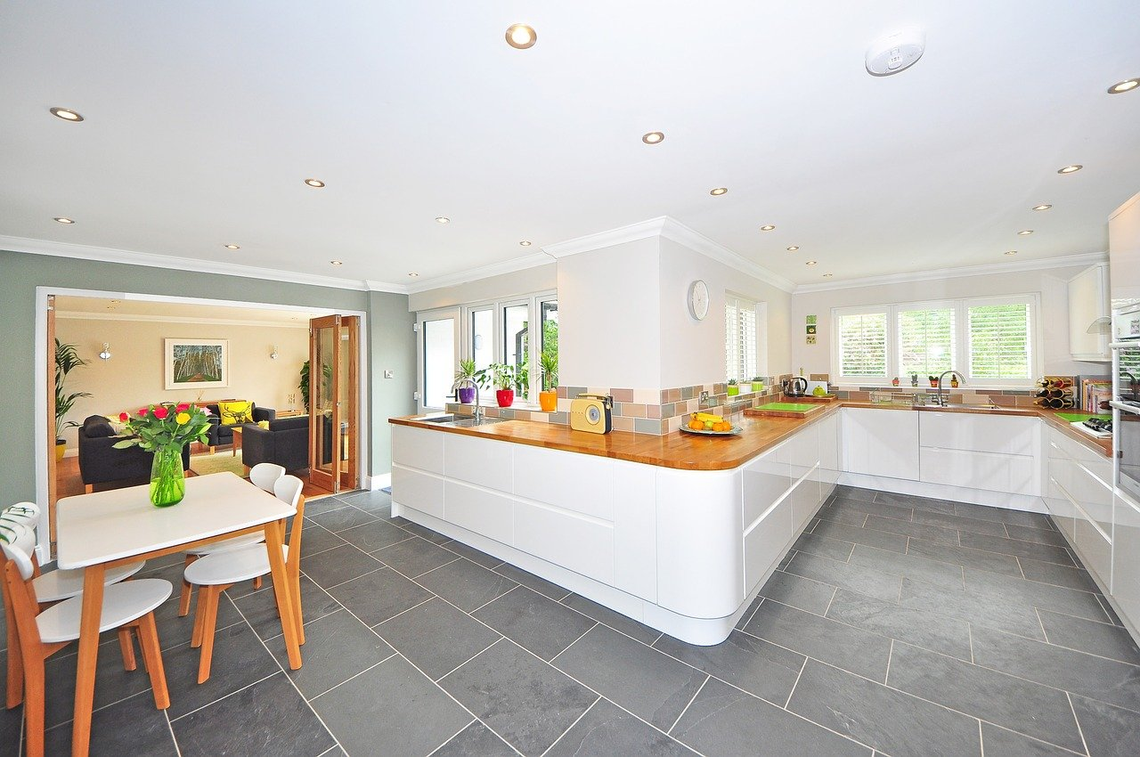 Najlepszy sposób na wejście w posiadanie nowego domu. Czy opłaca się zakup od dewelopera czy lepiej samodzielnie wybudować dom?